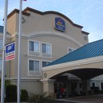 BEST WESTERN PLUS Airport Inn & Suites resmi