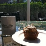 Enjoying the sunshine with cofffe and a muffin