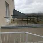 Le balcon accessible de l'issue de secours