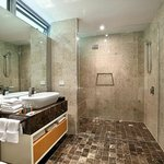 Enclave Luxury Villa bathroom