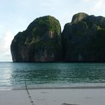 Maya Bay, sleep aboard