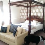 Four poster bed and sofa ~ very relaxing after a day walking in the Brecon Beacons
