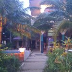 Photo de Kukuluku Beach Club