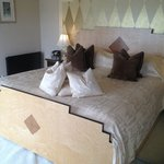 Lovely large bed - Garden Suite