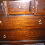 shabby chest of drawers with missing handle