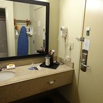 Photo de La Quinta Inn & Suites Miami Cutler Ridge