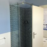Stand-up shower with rainfall shower head
