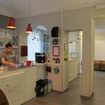 Photo de Tomato Backpackers Hotel