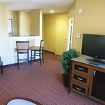 Foto van Holiday Inn Express Suites Belmont