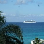 Cruise Ship coming to Philipsburg.