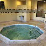 Very clean, well-maintained pool area. 10 person hot tub was the perfect temperature.