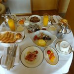 Breakfast served in room to Diamond members for free