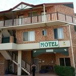 Airport Clayfield Motel close to restaurants
