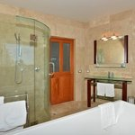 Island View suite bathroom