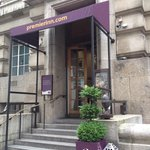 Premier Inn London County Hall resmi