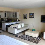 1 bed suite - Lounge & kitchenette