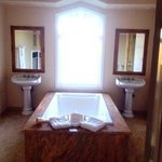 Bathroom of Chardonnay Suite