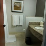 Foto de Courtyard by Marriott Republic Airport Long Island/Farm