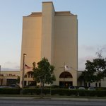 Photo de DoubleTree by Hilton Newark-Fremont