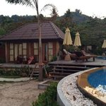 Beach Front Bungalow und Pool