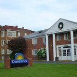 Days Inn Cleveland Lakewood resmi