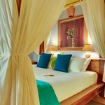 Hamanasi Honeymoon suite bed