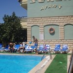 Photo de Seren Apartments Hotel