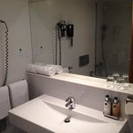 decent bathroom with very nice soaps