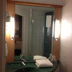 Photo de Ibis Madrid C/ Valentin Beato