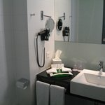 Holiday Inn Zurich Messe resmi