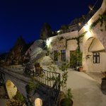 Local Cave House Hotel resmi