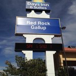 Photo de Days Inn and Suites Red Rock Gallup