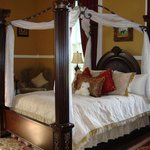 1851 Historic Maple Hill Manor Bed & Breakfast resmi