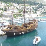 tourist pirate ship tour