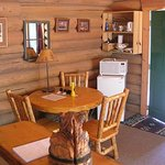 Bear's Den Cabin - Dining/Kitchenette Area