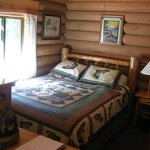 Bear's Den Cabin - Sleeping area