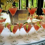 Arrival drinks for the wedding guests