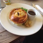 the steak pie - not enough mash!!