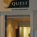 Quest on Queen resmi