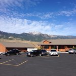 Yellowstone Village Inn resmi