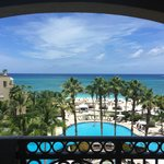 Ritz-Carlton Grand Cayman resmi
