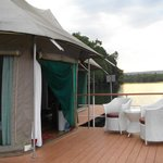 4 Rivers Floating Lodge resmi