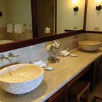Royal Lahaina Suite bathroom sinks