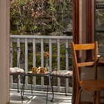 Photo de Cliff Cottage Inn - Luxury B&B Suites & Historic Cottages