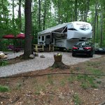 Foto van Whispering Pines Campground
