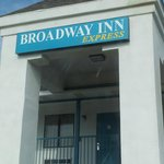 Photo de Broadway Inn Express