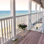 Photo de Shoreline Oceanfront Rooms and Suites