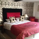 The Bear Hotel Hungerford resmi