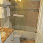 2 bathrooms suite