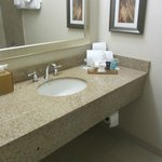 Crowne Plaza Danbury (bathroom)